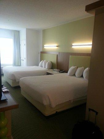 SpringHill Suites Detroit Auburn Hills : Room, Bed Area