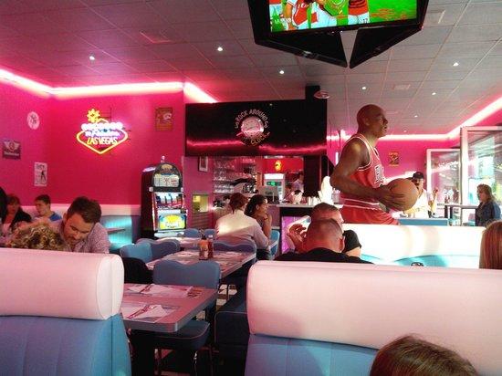 Twist Diner Cafe : Déco très soignée