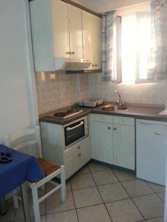 Niouris Apartments: kitchen again
