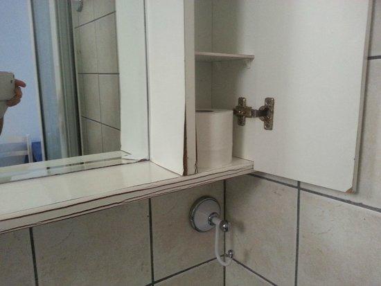 "Niouris Apartments: ""nice"" bath shelf..."