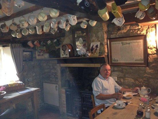 Falkland Arms: Breakfast room