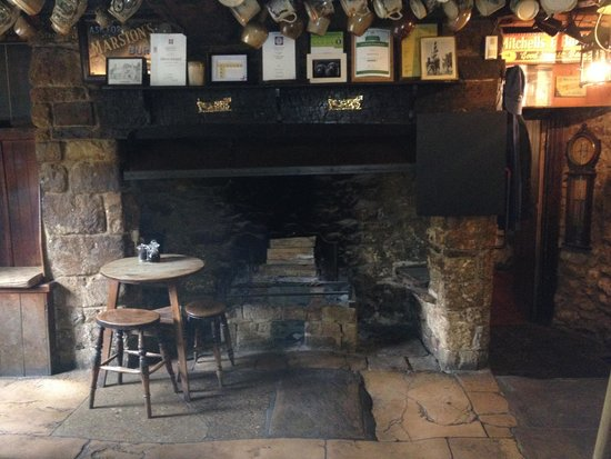 The Falkland Arms: Inglenook Fireplace