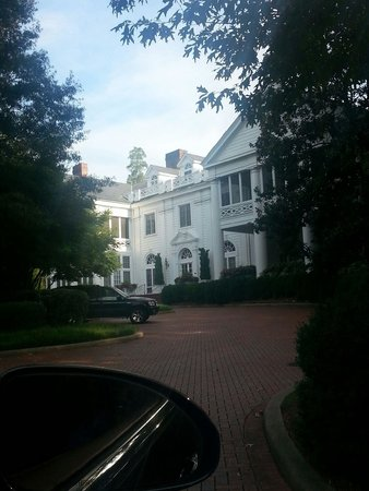 Duke Mansion Bed and Breakfast : Lovely home