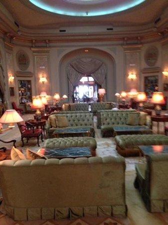 El Palace Hotel: lobby
