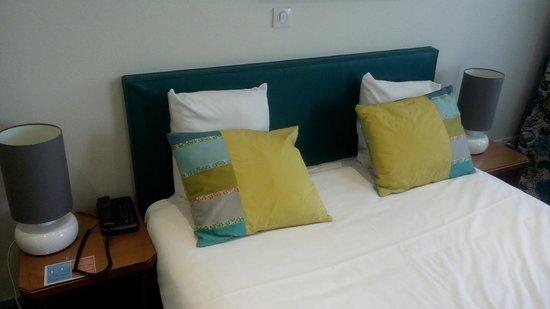 Le Phénix Hotel : Lit