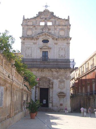 Chiesa di Santa Lucia alla Badia: Церковь святой Люции.