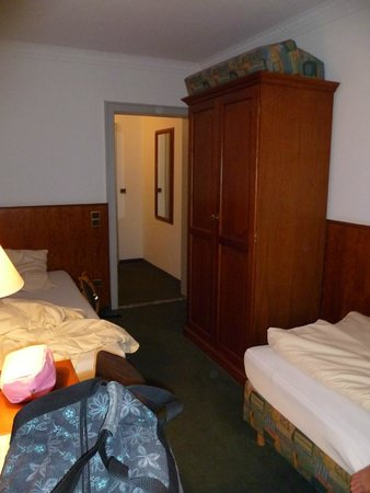 Hotel Amba: Zimmer/room