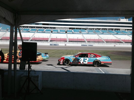 Richard Petty Driving Experience : Getting ready to drive!