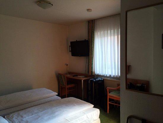 Hotel Gasthof Zur Linde: 2階のツインルーム