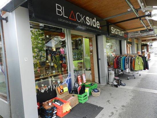 Black Side Cafe : Devant le restaurant