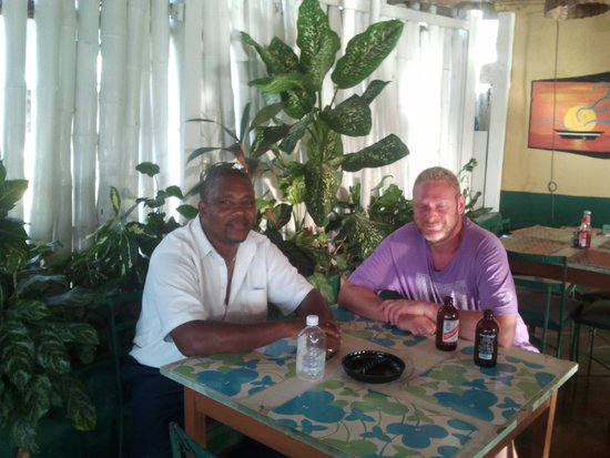 Gary's Jamaican Taxi & Tours: Enjoying a meal with Gary