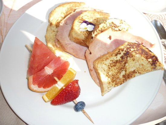 Auberge Marie Blanc : French toast with ham