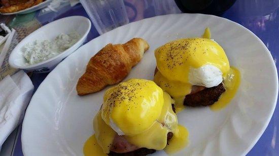 Maggie's European Bakery & Cafe: Eggs Benedict with potato pancakes