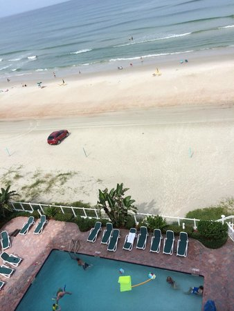 Days Inn Daytona Oceanfront: Loved looking out at the beach from the balcony