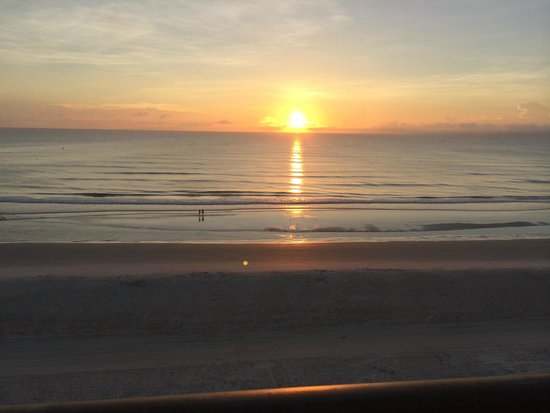 Days Inn Daytona Oceanfront: Waking up to this beautiful view