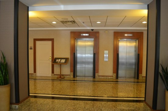 Elevators Picture Of Hilton Garden Inn Reagan National Airport Hotel Arlington Tripadvisor