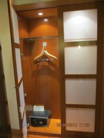 AC Hotel Genova : Armadio con cassaforte