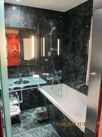 AC Hotel Genova : Bagno stanza 113