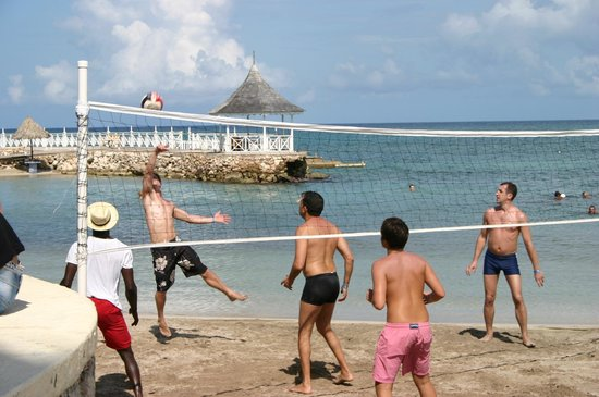 Royal Decameron Club Caribbean : Daily volleyball