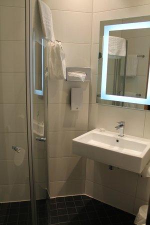 Thon Hotel Maritim: baño normalito