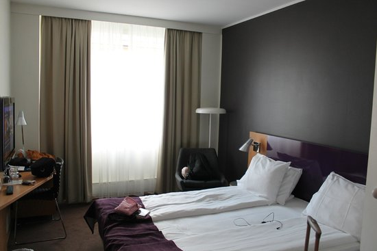 Thon Hotel Maritim: habitacion justita
