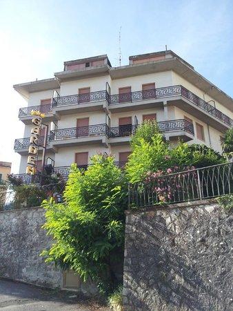 Hotel Garden : l'hotel visto dalla strada