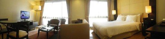 Chateau de Bangkok: bed and living room