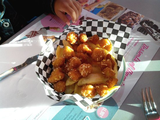 Twist Diner Cafe : Les Pop's de poulet du menu enfant... un Regal!