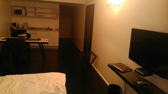 Awwa Suites & Spa: Habitación moderna, limpia y confortable.
