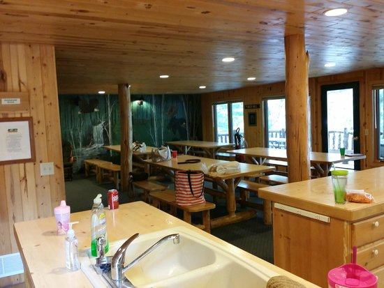 Edgewood Lodge and Resort : Mess Hall - View from the main entrance