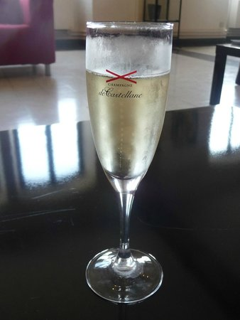 De Castellane : DeCastellan champagne tasting after visit