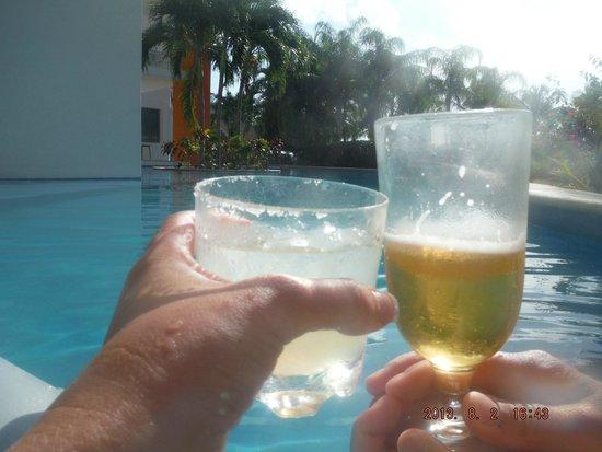 Secrets Aura Cozumel: Cheers
