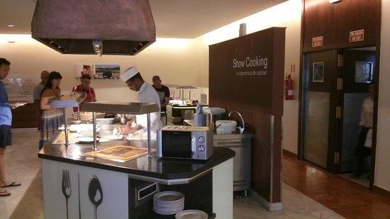 PortBlue San Luis: Show Cooking Area