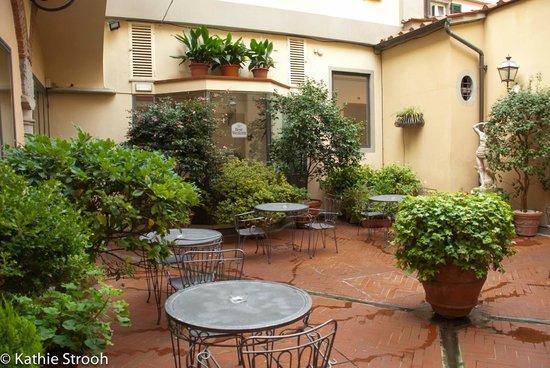 Hotel Rivoli: Beautiful courtyard