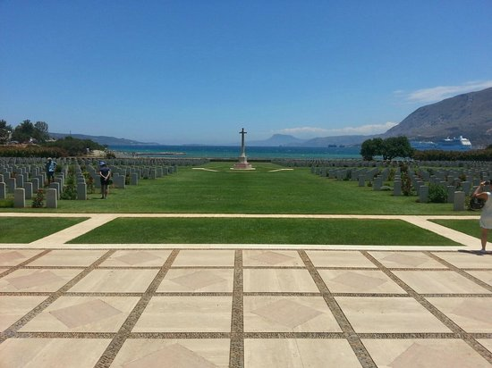 Mike Hotel & Apartments: British Cemetery, Souda Bay