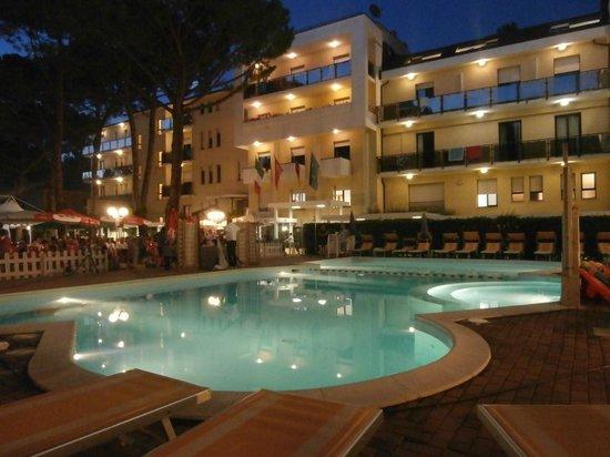 Club Family Hotel Executive: Hotel Piscina