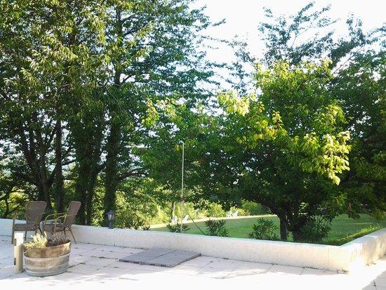 Domaine Le Bois Des Dames : côté parc