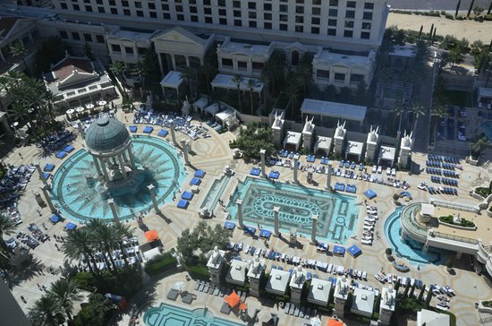 Caesars Palace: Top view of the pools from the room