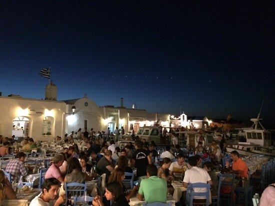 Ouzeri Ton Naftikon: Main plaza
