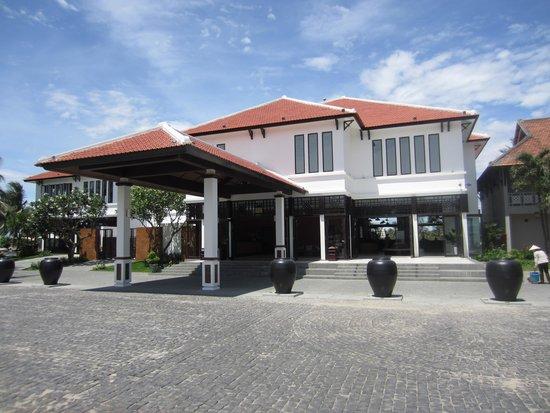Hoi An Beach Resort: Reception-area