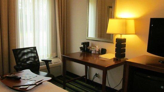 Hampton Inn Salisbury: desk