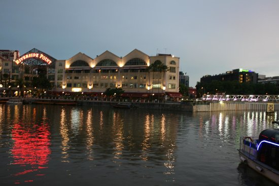 Holiday Inn Express Singapore Clarke Quay: Hotel on right, taken from Clarke Quay
