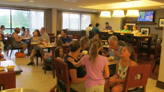 Hampton Inn Salisbury: dining area