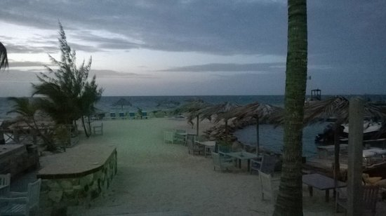 Ocean Point Resort & Spa : spiaggia fronte ristorante / beach in front of the restaurant