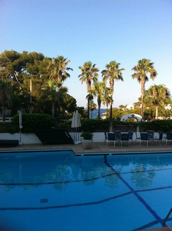 Hotel Rocamarina: looking towards the tennis restaurant area