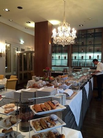 Hotel Ambassador: breakfast room