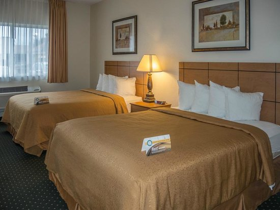 Quality Inn & Suites: Two firm, comfortable beds