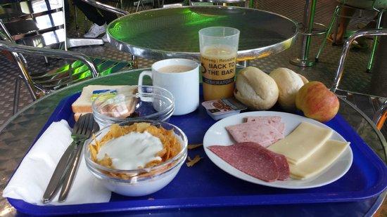 Generator Hostel Berlin Prenzlauer Berg : la stupenda colazione