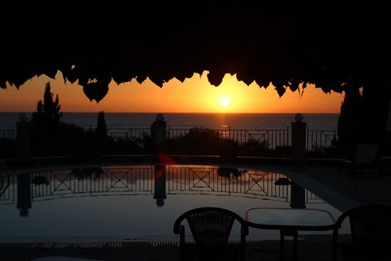 Dina's Paradise Hotel & Apartments: Sunset from the pool