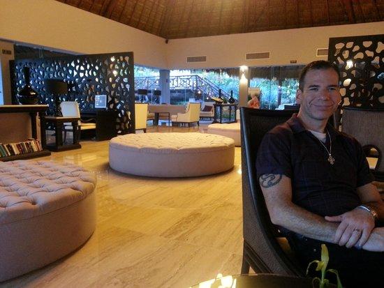 The Royal Suites Yucatan by Palladium: Royal lobby/bar